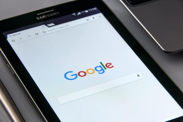 Barra de pesquisa do Google num tablet